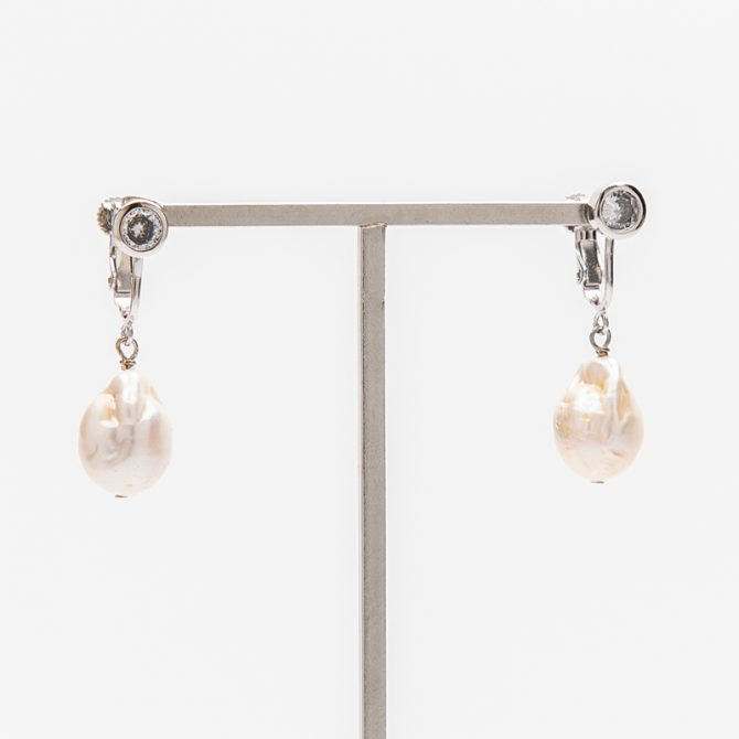 E-PS-46 15mm White Baroque Clip Earrings